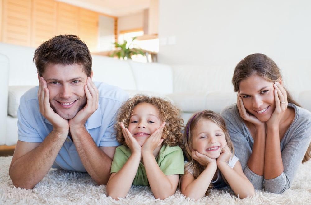 Familie på gulvet